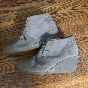 Women's size 9 Toms wedges